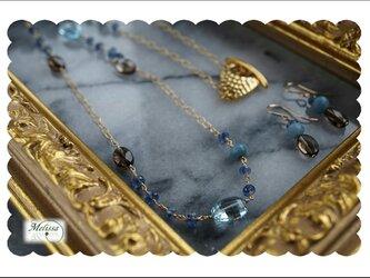 スカイブルートパーズとカイヤナイトのロングネックレスセットの画像