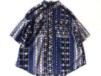 コットン・アラベスク・パネルプリントー・スタンドカラーシャツの画像