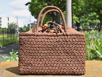 山葡萄(やまぶどう)籠バッグ   小柄六角花結び編み   巾着と中布付き   (約)幅29cmx高さ18cmx奥行8cmの画像
