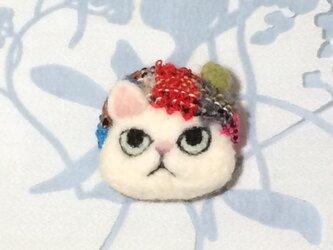 ブローチ  白猫※ベレー帽の画像