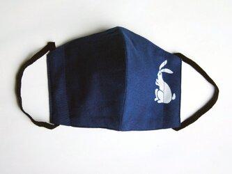 天然藍の型染めリバーシブルマスク  兎の画像