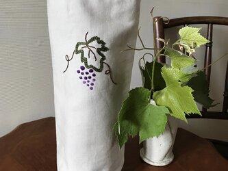 ぶどうの刺繍のトートバッグ(ワインバッグ)の画像