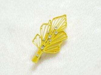 雨上がりの葉ブローチ[菜の花色] - ペーパージュエリー, 紙製の軽いブローチの画像