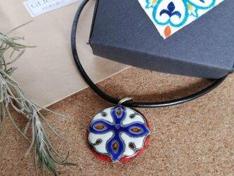 スペインタイルネックレス メンズ ビンテージ赤クロス青の画像