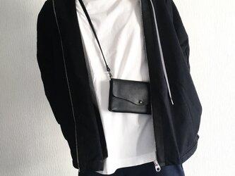 牛シュリンクレザーと牛床ベロアのシンプルお財布ショルダー[ブラック]の画像