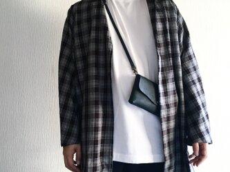 牛シュリンクレザーと牛床ベロアのシンプルお財布ショルダー[ネイビー]の画像