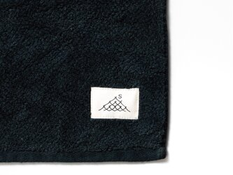 ハンドタオル/憲法黒色(草木染め)の画像