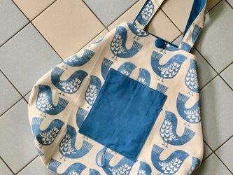イギリス生地・・パステルな青い鳥☆☆たっぷり入るフリーバッグ(エコバッグ折り畳み)の画像
