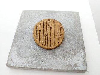 点と線6(アンティークゴールド) 陶土ブローチの画像