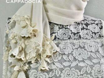 立体刺繍の花付き コットンストール ホワイト&クリームの画像