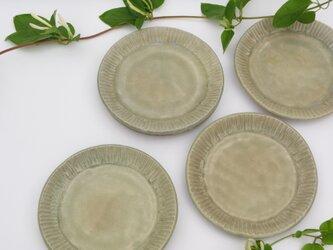 ぎざぎざふちの取り皿の画像