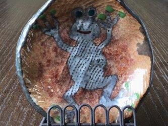世界を変えるカエル君 小皿 イーゼル付きの画像