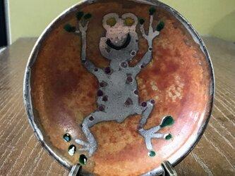 世界を変えるカエル君小皿 イーゼル付きの画像