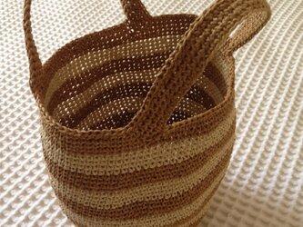 麦わら素材のしましまバック(カフェオレ)の画像