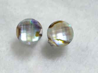 (1点もの・ラッキーセール)アバロンシェル&水晶のスタッドピアス(8mm・チタンポスト)の画像