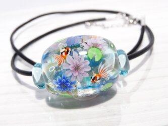 睡蓮と金魚のとんぼ玉(ガラス玉)の画像