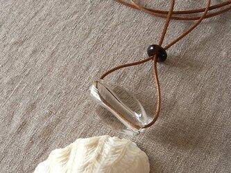 クリアビーズのネックレス・大粒の涙・ガラス製・綿コード・茶・ロングネックレスの画像