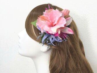 ピンクのハイビスカスとシンビジュームのヘアクリップ 髪飾り トロピカル フラガール 南国 ダンス フラワー フラ フラダンス の画像