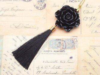 ネックレス 黒薔薇とロングタッセルの画像