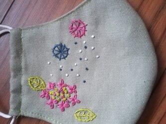 【再販】手刺繍☆きれいな横顔☆リネンの立体マスク(紫陽花、カラー)の画像