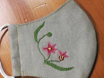 手刺繍☆きれいな横顔☆リネンの立体マスク(庭石菖、カラー)の画像