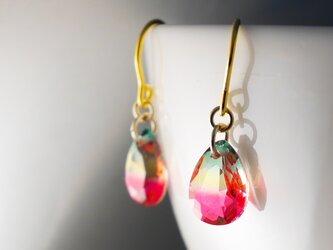 グラデーションガラスのピアス ピンクグリーンの画像