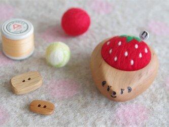 ハリネズミの羊毛ピンクッション 【針山】真っ赤ないちご strawberryの画像