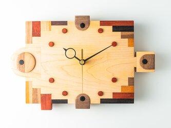 木の時計:ハリセンボンの画像