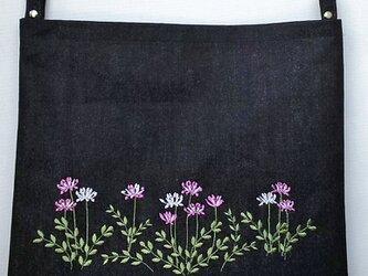 国産デニム ショルダーバッグ 蓮華草の頃2 ファスナー付の画像