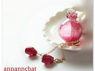 【 ザクロの実 ヨーロッパ製 トンボ玉ガラス 本物そっくりな ルビー色 ロングネックレス】の画像