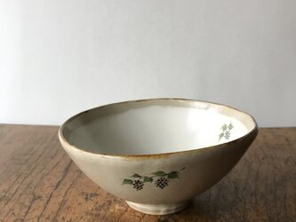 白化粧色絵 平碗 ブドウの画像