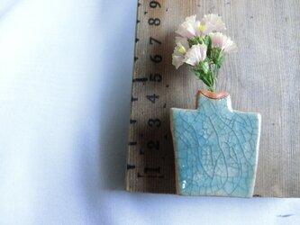 flowerbass【ブローチ】(貫入水色)の画像