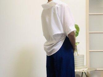 【白ブラウスで応援価格】 シンプルな抜き衿プルオーバーの画像