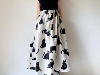 こなまいきな黒猫のロングスカート*マキシ丈*コットンリネン*生成りの画像