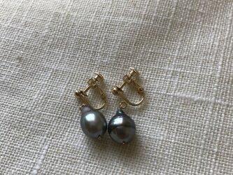 黒真珠イヤリングの画像
