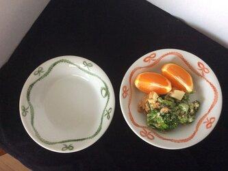 りぼん模様の深取り皿の画像