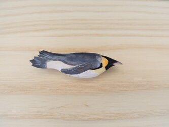木彫りブローチ エンペラーペンギンの画像