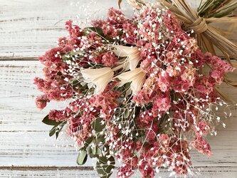 星月猫★「シネンシスとホワイトニゲラの甘いピンクのスワッグ」ドライフラワースワッグ 花束の画像