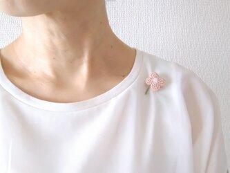 小花 ピンク ブローチの画像