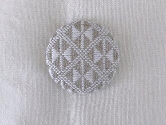 こぎん刺しのブローチ〈りぼん〉3.8cmの画像