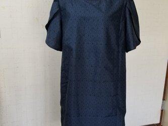 大島紬リメイク チューリップ袖ワンピースの画像