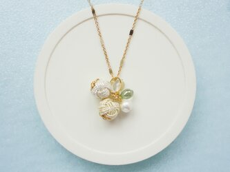 クリアグリーンと水引玉のゴールドネックレスの画像