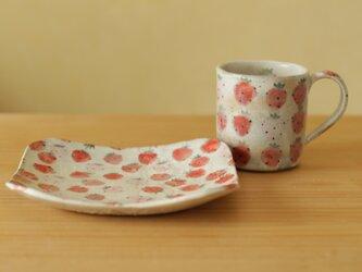 ※ O様オーダー品 粉引き赤とピンクのイチゴのカップとトースト皿。の画像