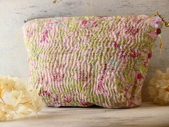 桃色の夢野原でお茶会 ラリーキルトのポーチの画像