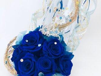 【プリザーブドフラワー/青い薔薇のプリンセスのティアラのガラスの靴/リングピロー使用もOK】【リボンラッピング付き】の画像