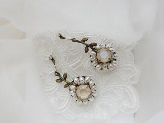 murmures des fleurs ホワイト・クリーム(ピアス)の画像