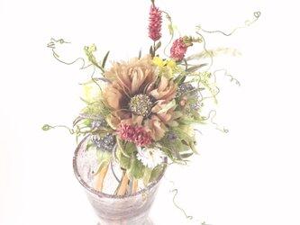 たくさんの野花にマツムシ草の花束仕立て * シルクデシン製 * ガラス花器の画像