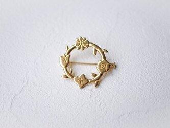 花の環のブローチの画像
