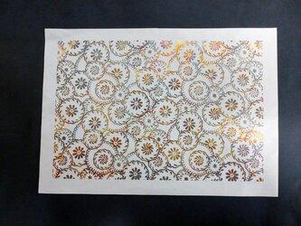 ギルディング和紙A3サイズ 花輪 生成和紙 黄混合箔の画像