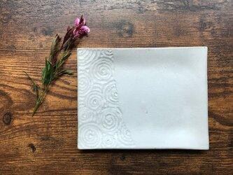 NO.46角小皿(渦巻き柄)白の画像